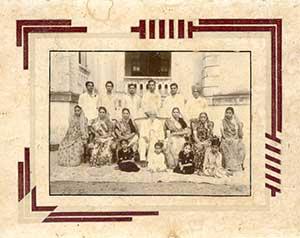 Family-photo-india/thumb/Rana-Family-at-Limbdi-thumb.jpg