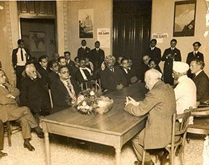 Prominent-Degnitaries/Ranaji-meeting-with-Pandit-MadanMOhanMalaviya/thumb/With-Pandit-Madan-Mohan-Malaviyaji-at-Paris-2-Thumb.jpg