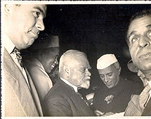 Prominent-Degnitaries/Ranaji-returned-to-idependent-India-at-New Delhi/thumb/Ranaji-at-NEw-Delhi-as-State-Guest-with-Jawaharlal-Nehru-and-others-1947-4Thb.jpg