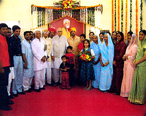 Protrait-of-Ranaji-at-Circuit-House/thumb/Rana-Family-with-L.K.jpg